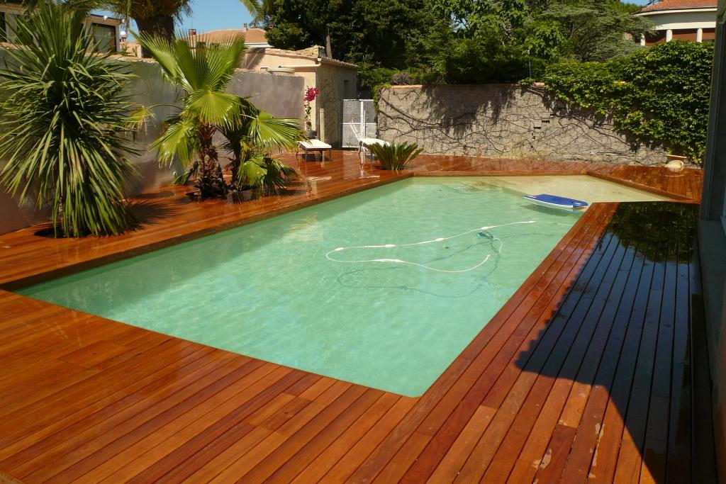 Terrasse de piscine en Ipé visserie cachée avec margelle intégrée (7) couv